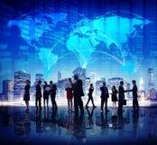 Hombres de negocios globales de acción de la bolsa de las finanzas del concepto de la ciudad Imagenes de archivo