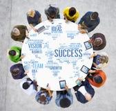Hombres de negocios globales de Digitaces del dispositivo de la tecnología del concepto del éxito fotos de archivo