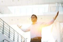 Hombres de negocios indios asiáticos que celebran éxito Foto de archivo libre de regalías