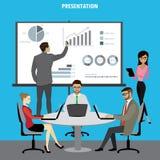 Hombres de negocios de la presentación Flip Chart Finance y otro del grupo Foto de archivo