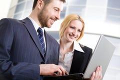 Hombres de negocios modernos Foto de archivo libre de regalías