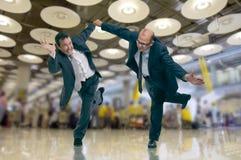 Hombres de negocios presionados en el aeropuerto Fotografía de archivo