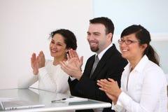 Hombres de negocios que aplauden Imagen de archivo
