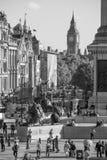 Hombres de negocios que caminan en el cuadrado de Canary Wharf Londres, Reino Unido Fotos de archivo libres de regalías