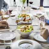 Hombres de negocios que cenan junto concepto Imagenes de archivo