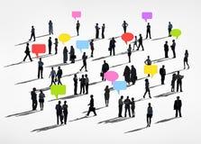 Hombres de negocios que comparten ideas con diversa actividad stock de ilustración