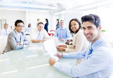 Hombres de negocios que discuten en una reunión Fotografía de archivo
