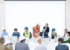 Hombres de negocios que encuentran al arquitecto corporativo Design de la presentación Foto de archivo