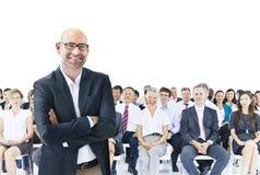 Hombres de negocios que encuentran al líder Teamwork Concept Fotos de archivo libres de regalías