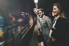 Hombres de negocios que esperan el metro Imagen de archivo