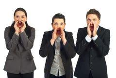 Hombres de negocios que gritan hacia fuera ruidosamente Foto de archivo libre de regalías
