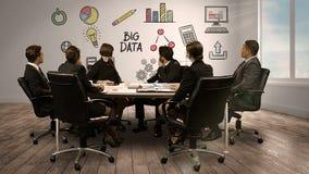 Hombres de negocios que miran la pantalla digital que muestra datos grandes libre illustration