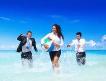 Hombres de negocios que tienen concepto de las vacaciones de la diversión Imagenes de archivo