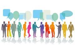 Hombres de negocios que tienen conversaciones ilustración del vector
