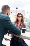 Hombres de negocios que tienen una discusión o Job Interview Imágenes de archivo libres de regalías
