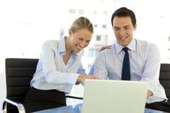 Hombres de negocios que trabajan junto Imagen de archivo