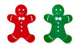 Hombres de pan de jengibre completamente rojos y verdes en el fondo blanco fotografía de archivo libre de regalías