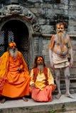 Hombres de Sadhu, bendiciendo en el templo de Pashupatinath Fotos de archivo