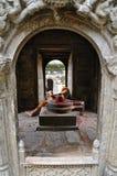 Hombres de Sadhu en templo hindú viejo Fotografía de archivo