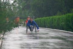 Hombres del maratón con paraplegia Fotos de archivo libres de regalías