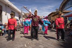 Hombres en diversos trajes coloridos Fotografía de archivo