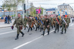 Hombres en el uniforme de los grandes tiempos de guerra patrióticos Imagen de archivo libre de regalías