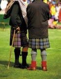 Hombres en faldas escocesas Fotografía de archivo