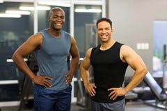 Hombres en gimnasio Foto de archivo libre de regalías