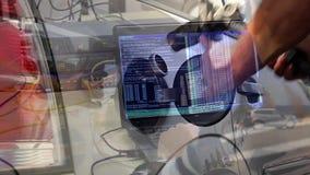Hombres en la composición del trabajo almacen de metraje de vídeo