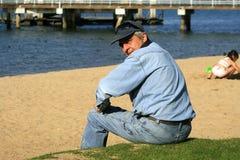 Hombres en la playa Fotografía de archivo