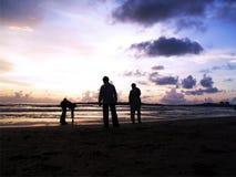 Hombres en la playa Imágenes de archivo libres de regalías