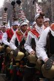 Hombres en traje de mascarada tradicional fotos de archivo libres de regalías