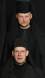 Hombres en un traje del monje Imagen de archivo