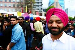 Hombres indios que celebran el festival de Diwali en Auckland, Nueva Zelanda Foto de archivo
