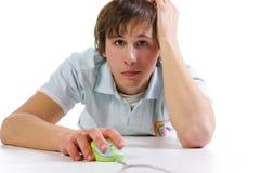 Hombres jovenes con el ratón del ordenador Imagen de archivo libre de regalías