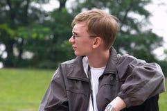 Hombres jovenes en el parque Imágenes de archivo libres de regalías
