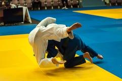 Hombres jovenes en judo Fotografía de archivo libre de regalías