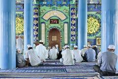 Hombres musulmanes de la minoría de Hui dentro de una mezquita, Yinchuan, China Fotografía de archivo libre de regalías