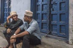 Hombres musulmanes en la calle fotografía de archivo libre de regalías