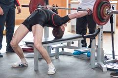 Hombres Powerlifting de la competencia Fotos de archivo libres de regalías