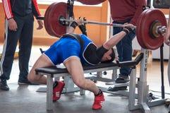 Hombres Powerlifting de la competencia Imagen de archivo libre de regalías