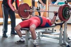 Hombres Powerlifting de la competencia Foto de archivo libre de regalías
