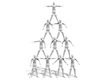 Hombres que hacen una figura de la pirámide Fotos de archivo