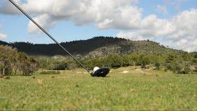 Hombres que juegan a golf en Majorca almacen de metraje de vídeo