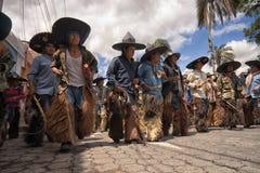 Hombres quechuas indígenas en Ecuador Fotos de archivo