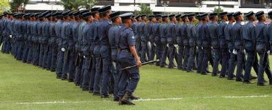 Hombres uniformados que marchan Fotografía de archivo libre de regalías