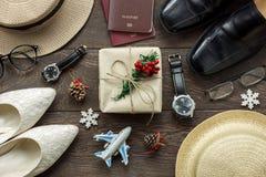 Hombres y mujeres accesorios a viajar concepto de la Navidad y de la Feliz Año Nuevo Fotografía de archivo