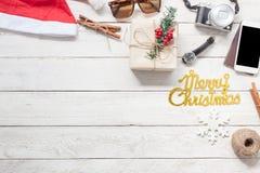 Hombres y mujeres accesorios a viajar concepto de la Navidad y de la Feliz Año Nuevo Foto de archivo libre de regalías