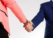 Hombres y mujeres del apretón de manos Imagen de archivo libre de regalías