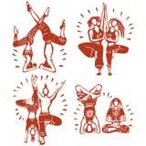Hombres y mujeres que practican yoga del vapor Fotos de archivo libres de regalías